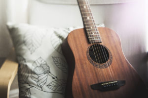 pexels-photo-109123 – Cozy Guitar